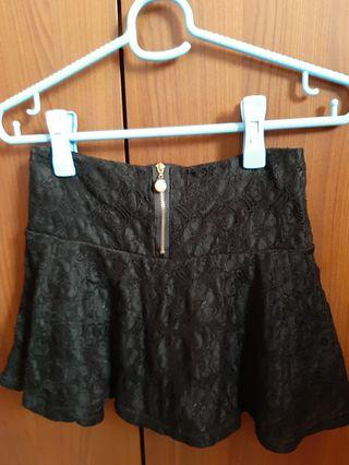🚚 Black lace skirt