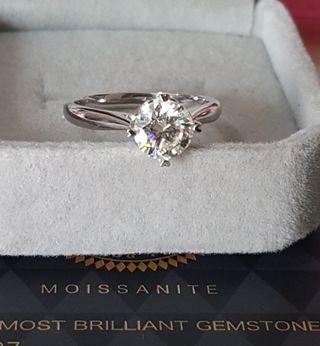 Love Me Moissanite 1ct Ring (Authentic)
