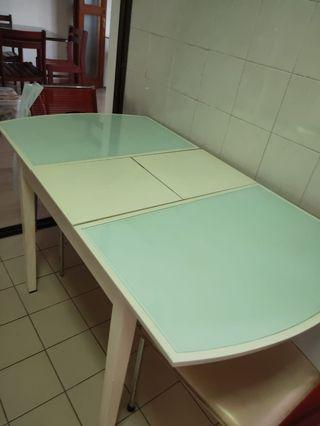 🚚 Expandable Dining Table (glass-top)