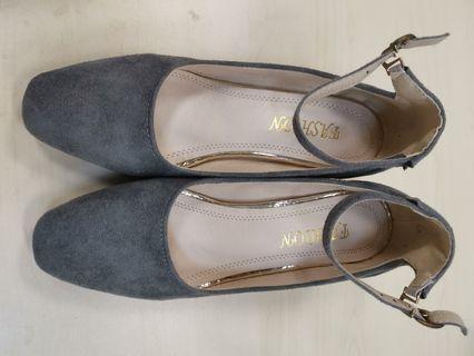 灰色高踭鞋