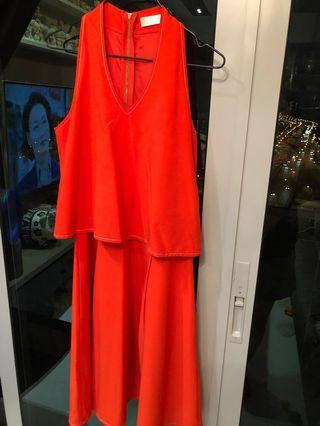 V-neck cut in flare dress