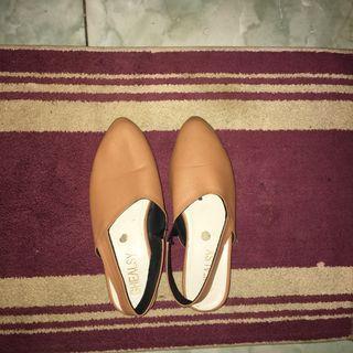 Brown Shoes Hak Tahu