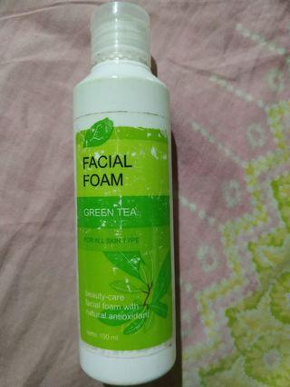 Facial foam green tea larissa