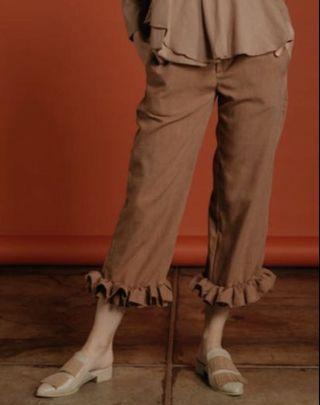 SALE ruffle pants (brown)