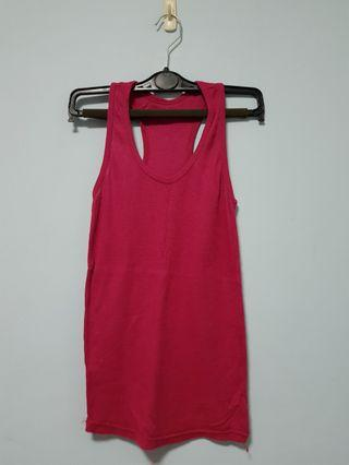🚚 Red tank top