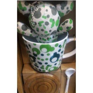 Teddy bear mug set and serving tray