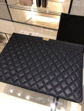 Chanel boy large pouch ( navy blue)