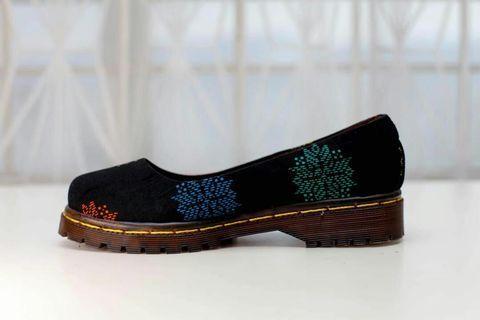 Yana slip on shoe