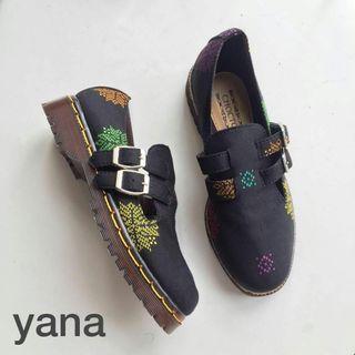 Yana shoe