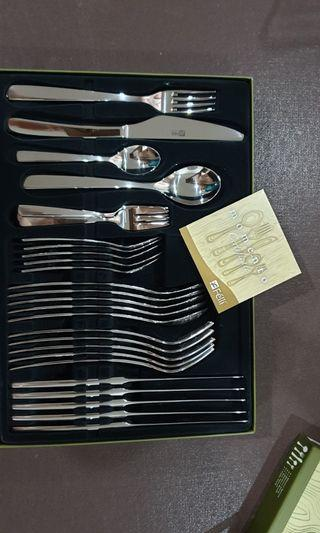 30 pieces of stainless steel cutlery NEW-BOXED