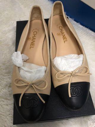 Chanel Classic Ballerina Beige x Black Flats Size 39 with Original Receipt
