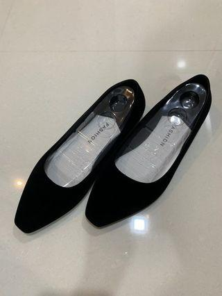 🚚 Black ballet flats