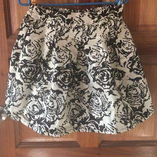 🚚 Gold rose textured flare skirt