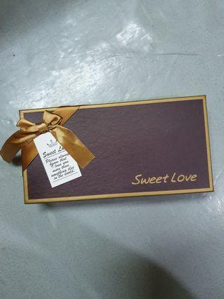 Kotak bunga valentine romantis