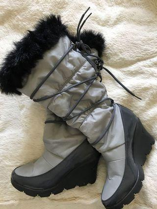 Cougar - size 7 - insulated winter boots