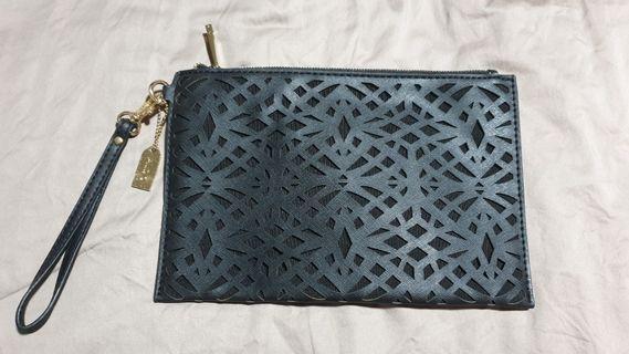 🚚 Aldo black classy clutch with gold detailing