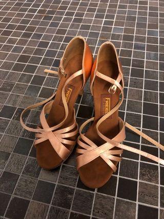 🚚 香檳金舞鞋