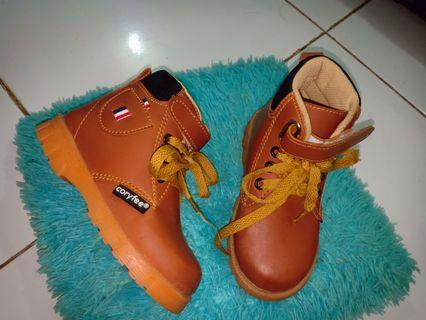 Boots Anak lelaki