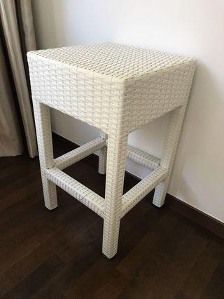 🚚 Outdoor waterproof white stool