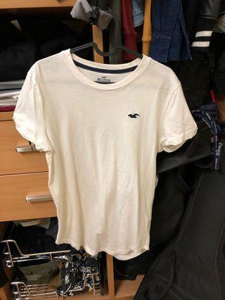 🚚 Authentic White Hollister Curved Hem Tee