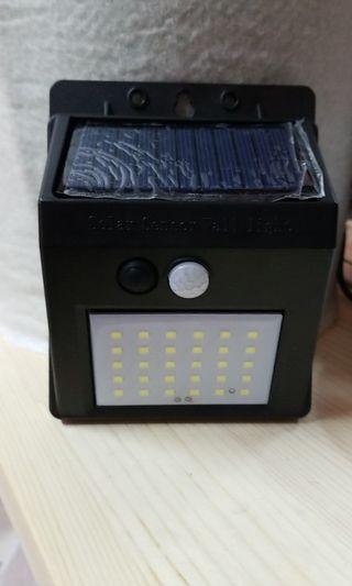 全新戶外太陽能燈 30顆LED超亮 自動人體感應