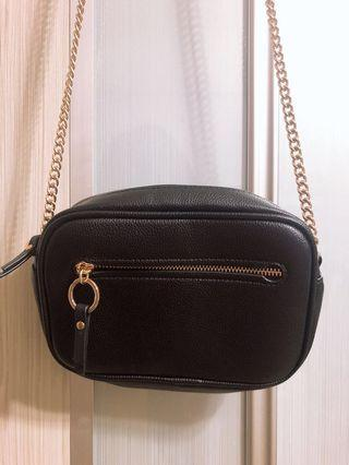 🚚 H&M Black crossbody / sling bag