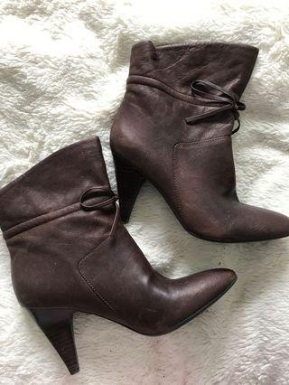 Brown leather ankle boots - 7.5