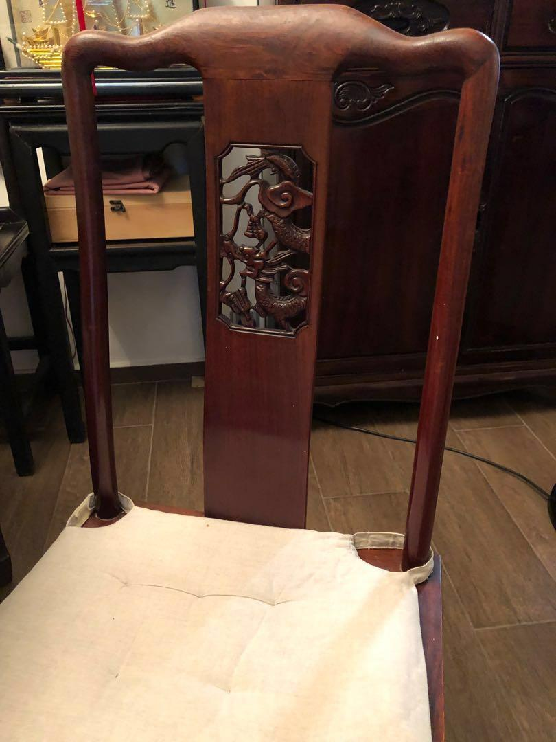 花梨木餐檯和6張椅. Rosewood dining table  plus 6 dining chairs. Dragon and flower pattern.