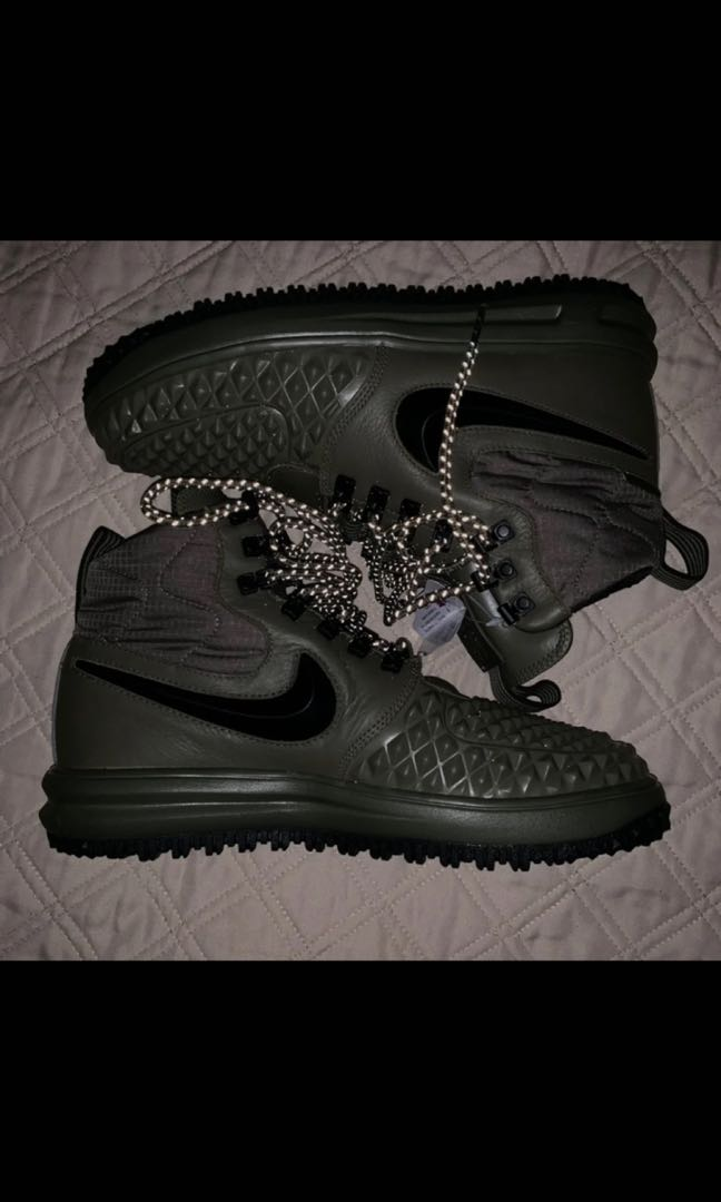 BNWT NIKE AIR FORCE 1 water proof army