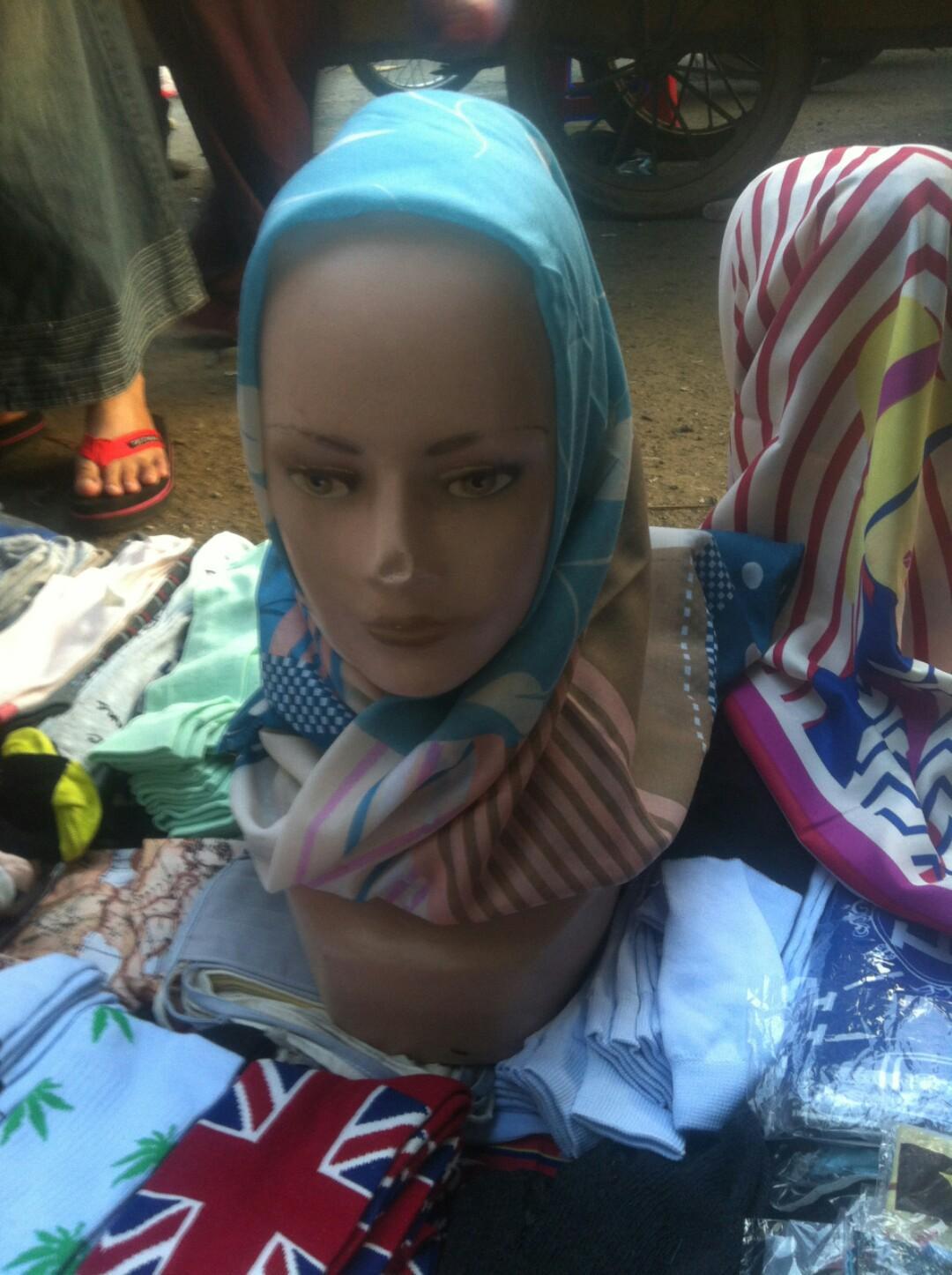 Hijab dan kaoskaki