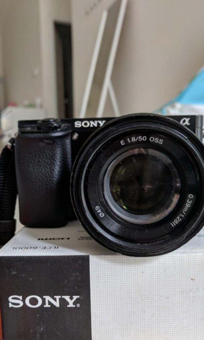 JUAL CEPAT! Kamera Mirrorless Sony A6000 lensa Fix 50mm f1.8 + BONUS