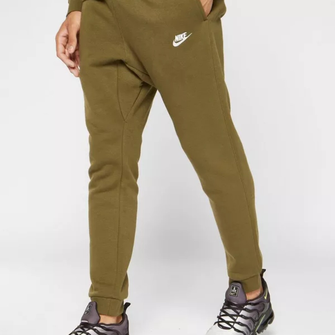 904968a1cd580 Nike Foundation Cuffed Fleece Joggers, Men's Fashion, Clothes, Bottoms on  Carousell