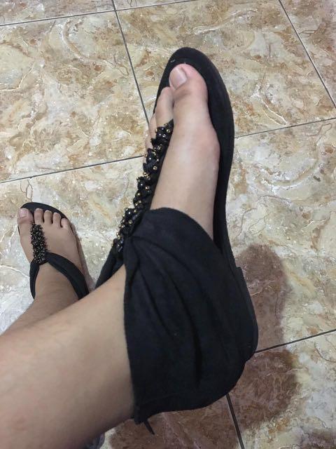 Sendal (Flip flops)