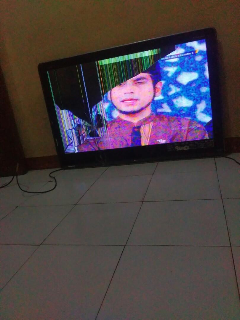 Tv lcd Sharp Aquos 40in layar pecah