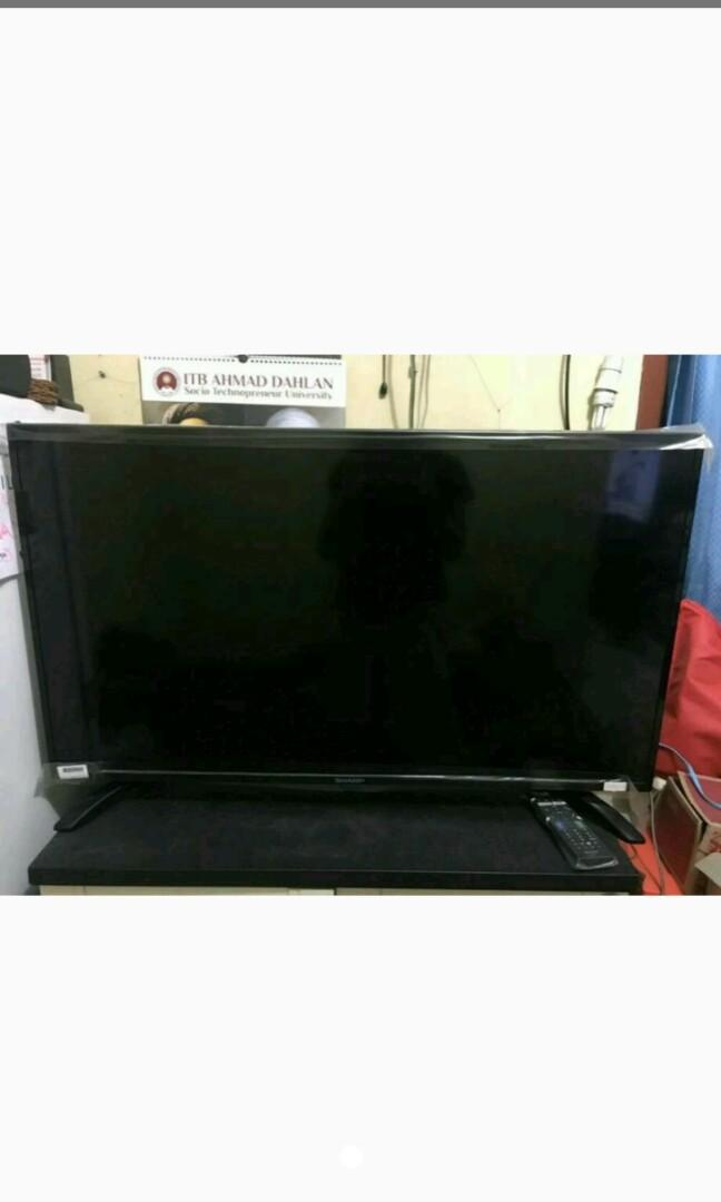 TV sharp LED 40inc smart TV... Masih bagus lokasi cimone tangerang Jual 2,7 nepis
