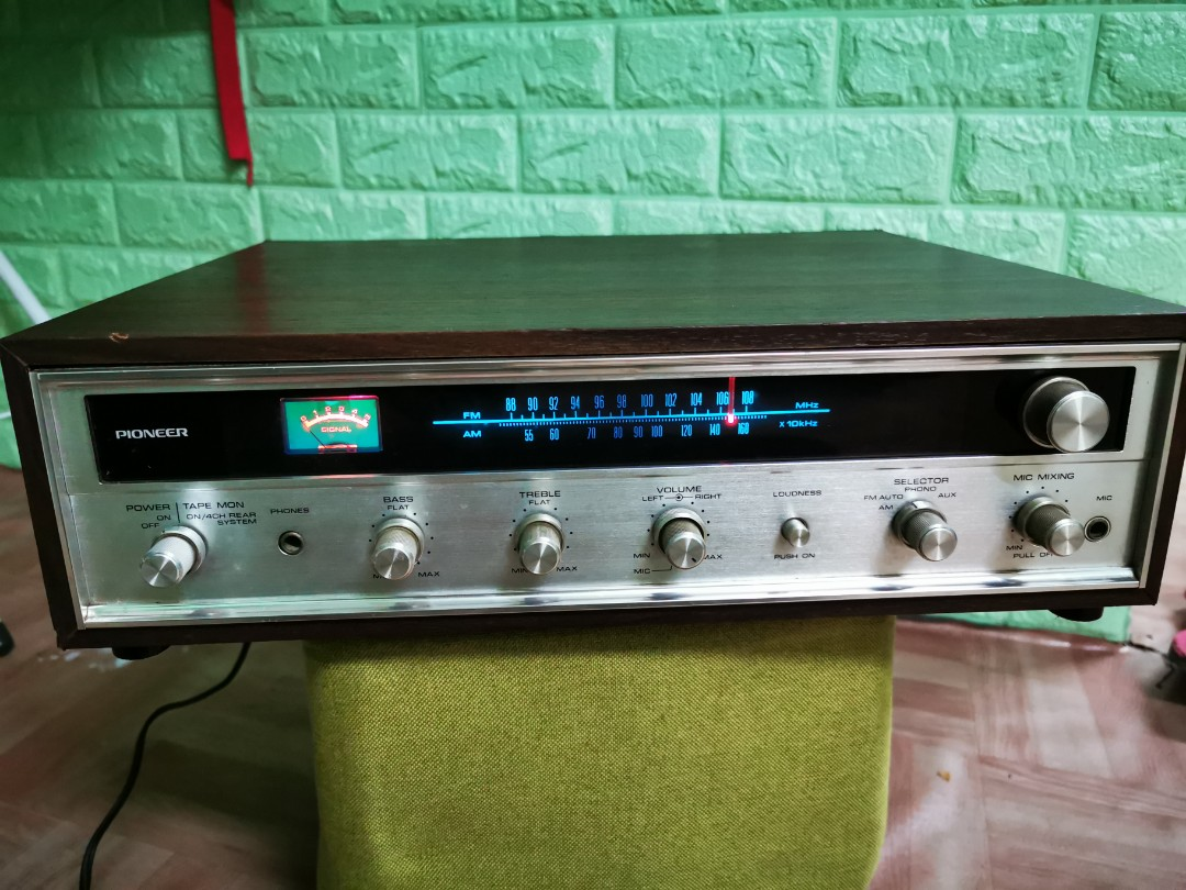 Vintage Pioneer Amplifier with tuner - E1000 A