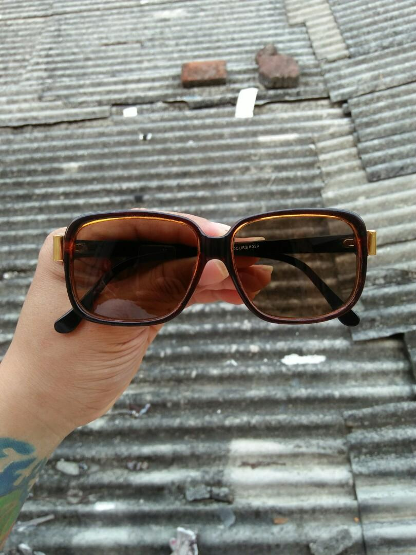 Vintage sunglasses 70s  Brand: FOCUSS 42 ¤ 18 - 140 Unisex (bisa untuk cowok/cewek) Rare/Limited edition Vintage authentic Frame besi tanam dilapisi optyle Kondisi: new old stock/kondisi baru hanya stock lama lensa kaca asli