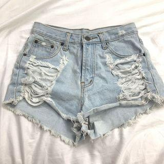 🚀CLEARANCE PRICE light washed ripped denim shorts