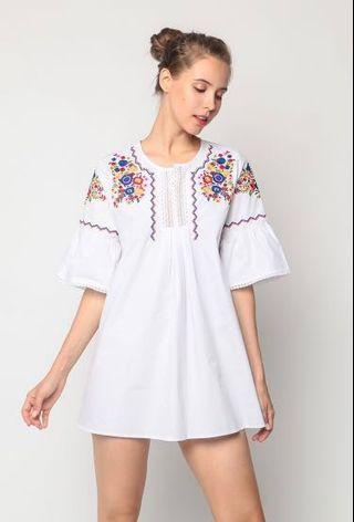 🚚 FREE NM // dressabelle   embroidered flare cuff shift dress (white)