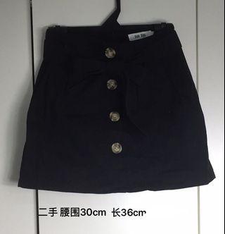 女黑裙子 Lady Black Skirt