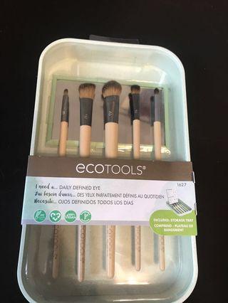 Eye brushes *reduced*