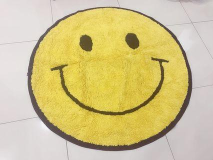 Smile floor mat