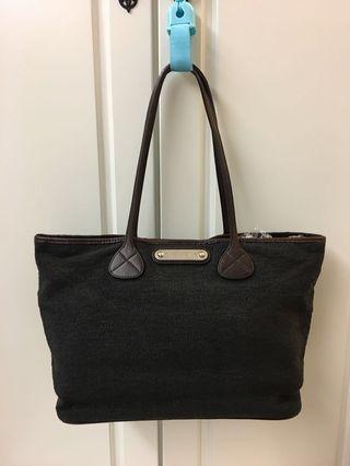 🈹️🈹️90%New Celine名牌深藍色織布加真皮大容量手袋(2用)100%真貨(特價$2900包郵,不退換)