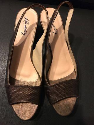 Kala Nike tan shoes (size 10)