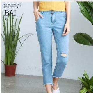 二手轉賣BAI白媽媽 高腰刷破九分牛仔褲 淺色淺藍XL