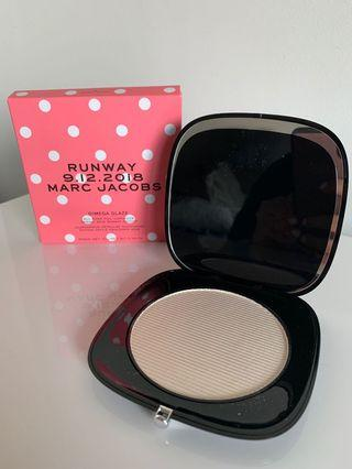 Marc Jacobs Limited edition Omega glaze runway highlighter