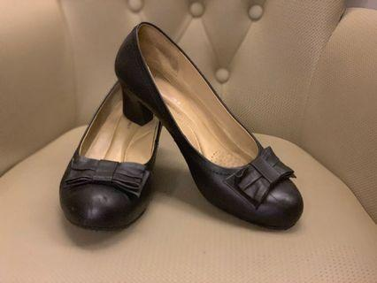 Hush Puppies | Size 7/38 | Black | 2 inches