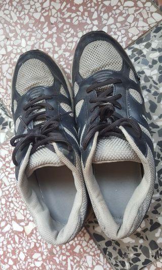 🚚 灰豹鞋
