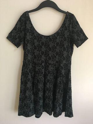 H&M 女裝深灰玫瑰花 長身上衣 衫裙(原價$199)