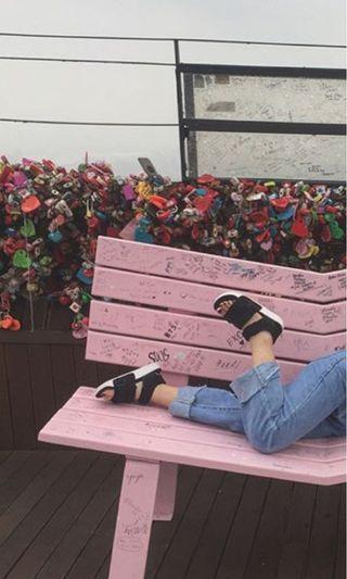 愛迪達涼鞋